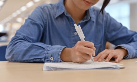 我的評估觀:從不批改學生每天交來的數學習作,到由學生自行設計考試題目,到和學員一起共同建構論文。