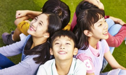 香港整體人口及青少年的生活滿意度:年齡與趨勢